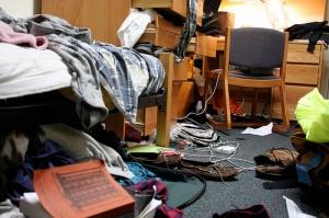 messy-dorm1