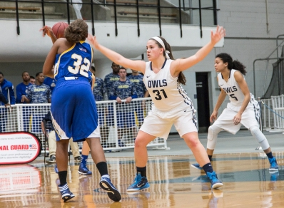 Taylor McLaughlin guards the basket.
